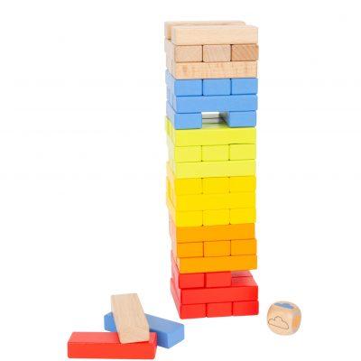 Está formada por piezas rectangulares de madera de colores muy llamativos.